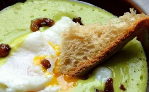 Crème de petits pois aux fritons croustillants