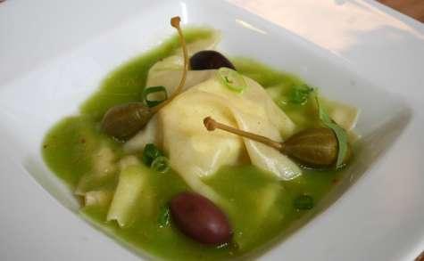 Raviole de fromage frais aux herbes, bouillon de tomate verte