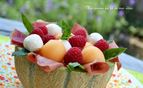 Melon-jambon aux framboises et mozzarella