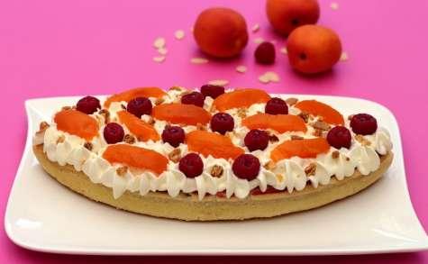 Tarte à l'amande, framboises, abricots et chantilly au chocolat blanc