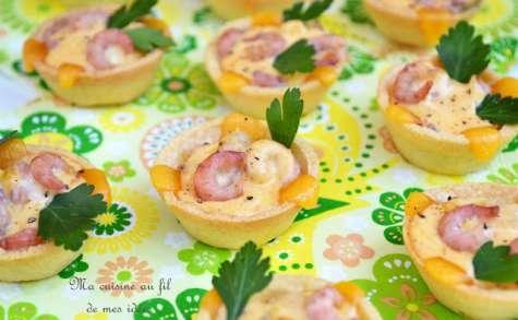 Petites quiches apéritives aux crevettes grises, sauce cheddar et paprika