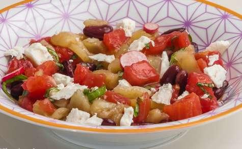 Salade de crudités d'été aux haricots rouges