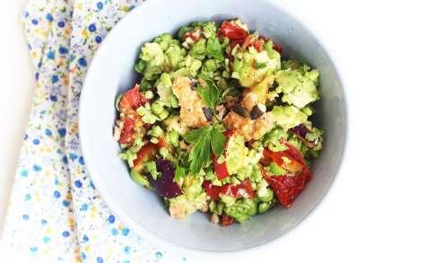 Salade de petits pois, tomates séchées et pêches
