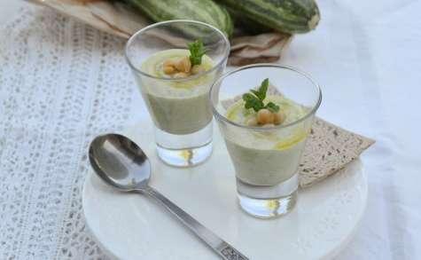 Soupe froide de courgettes à la menthe et aux pois chiches