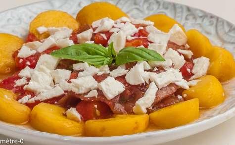 Salade de tomates aux nectarines et à la fêta