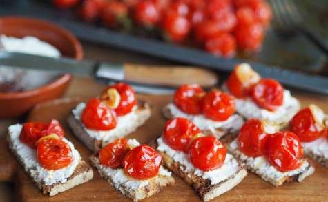 Tartines campagnardes fromage de chèvre frais et tomates rôties