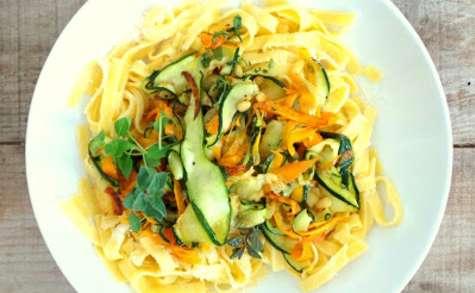 Tagliatelles aux courgettes, carottes, basilic, origan