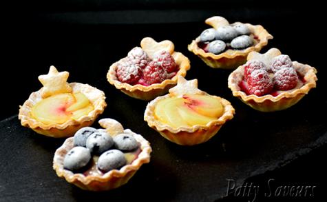 Mini tartelettes aux pêches et fruits rouges