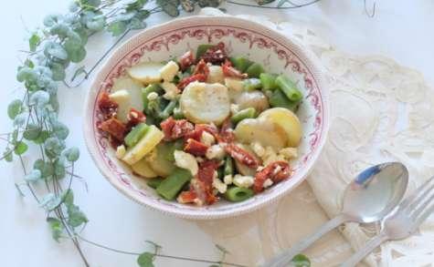 Salade aux pommes de terre, cocos plats et tomates séchées