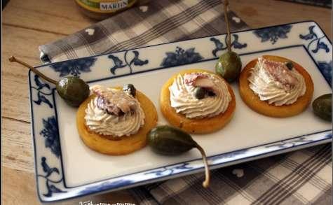 Toasts de panisse, mousse d'anchoïade douce et câpres