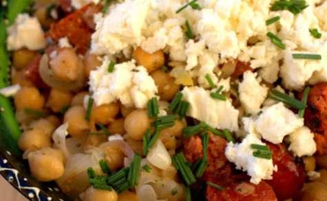 Salade méditerranéenne aux pois chiches et au chorizo