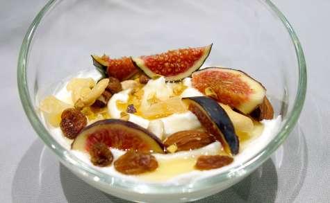 Yaourt au miel et aux fruits