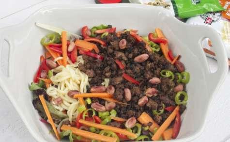 Boeuf croustillant, nouilles udon et salade