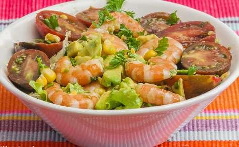 Salade de crevettes, maïs, avocat et tomates