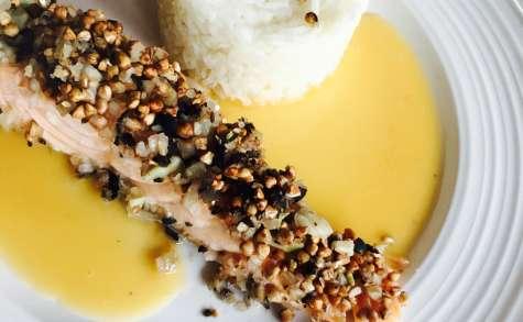 Saumon en crumble de kasha anisé et son beurre nantais