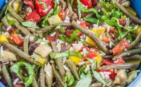 Salade de riz, tomates, haricots verts et aubergine