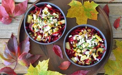 Salade automnale aux betteraves, Feta, pommes et noix