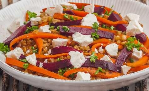 Salade de petit épeautre aux carottes, betterave et fêta