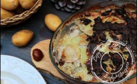 Gratin automnal de pommes de terre au lard, champignons et marrons
