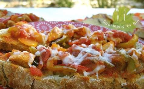 Tartines poulet, poivrons, piment doux, parmesan