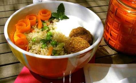Buddha bowl aux quinoa, petits pois et falafels