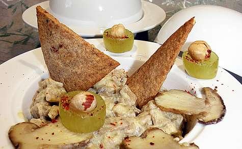Variation d'automne sur risotto: Crozets, foie gras, cèpes, noisettes, raisins...
