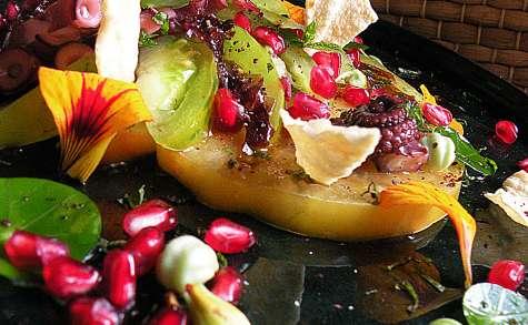 Tomates green zebra et ananas, poulpe, capucine, grenade, chips de papadums...