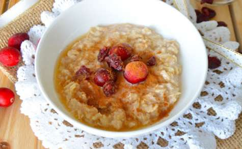 Porridge à la cannelle, cranberries et sirop d'érable