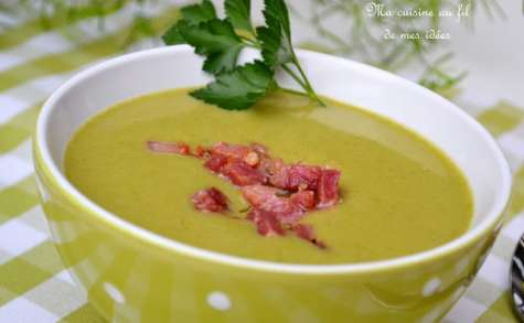 Soupe de brocoli au mascarpone et petits lardons grillés