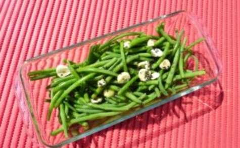 Haricots verts marinés à l'ail et au persil
