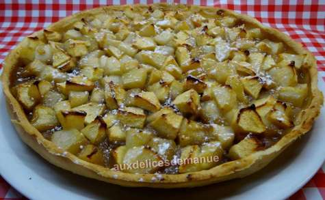 Tarte aux poires et pommes sur lit de crème de marron pralinée