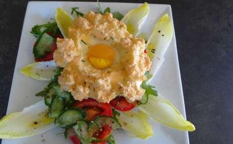 """""""Oeuf dans les nuages"""" sur une salade"""