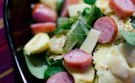 Salade de ravioles, de Comté et de saucisses