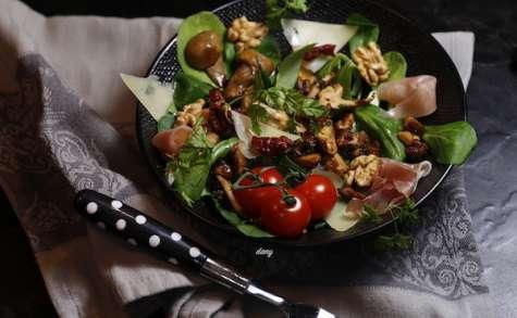 Salade de champignons aux noix jambon et tomme de Savoie