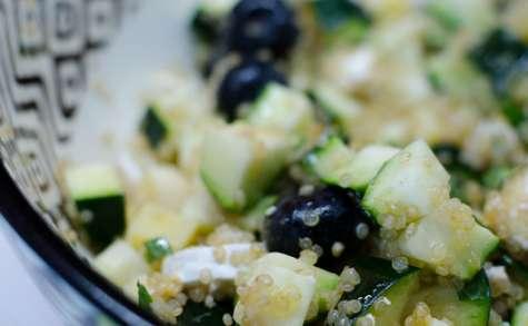 Salade de quinoa, à la courgette et aux myrtilles