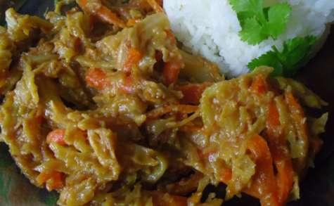 Chou cuit à la sauce vegan coco-cacahuètes