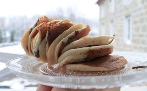 Pancakes sans sucre et fourrés à la pâte à tartiner