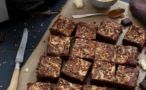 Brownie au chocolat, caramel au beurre salé et pralin