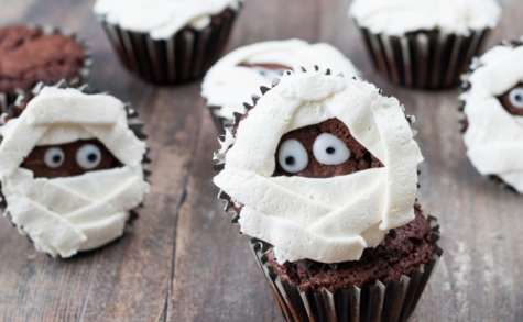 Cupcakes momie au chocolat pour Halloween
