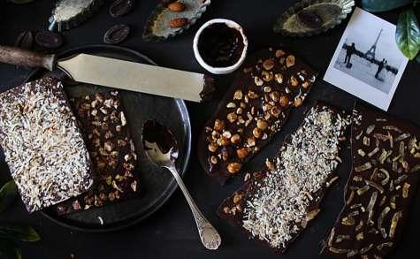 Tablettes de chocolat maison aux fruits confits, coco ou noisettes
