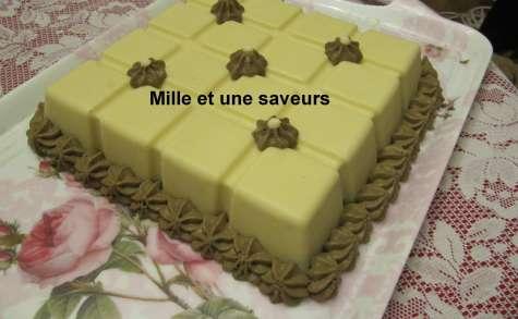 Carré blanc à la mousse chocolat blanc praliné et caramel au beurre salé aux cacahuètes