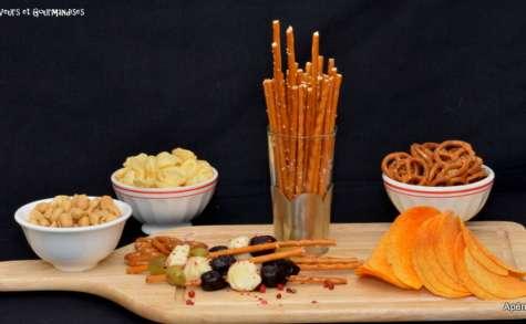 Brochettes de bâtonnets de Breztels, billes de mozzarella et olives