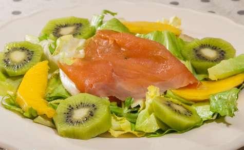 Salade de truite fumée au kiwi et mangue