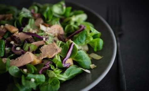 Salade gourmande aux copeaux de foie gras et aux épices