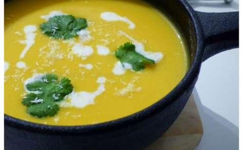 Soupe de butternut au lait de coco et au curry