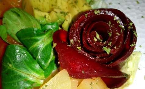 Le poke bowl sain coloré aux fruits et légumes