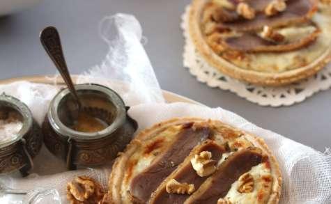 Tartelette au roquefort, noix et magret séché