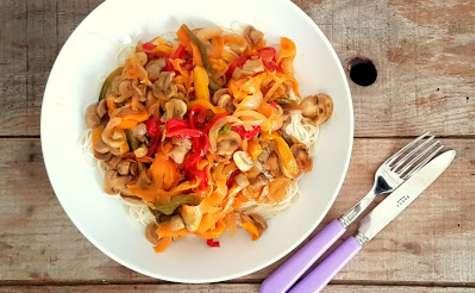 Poêlée de légumes colorés à l'orange sanguine et nouilles chinoises