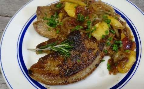 Foie de veau sauce au Pineau des Charentes, pommes et oignons rouges confits