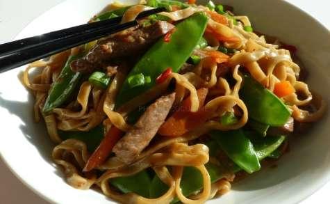 Nouilles sautées au bœuf et aux légumes